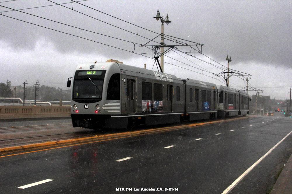 http://www.altamontpress.com/jimspeakerphotos/Jims-Trains-MTA-744-Heavy-Rain-dave_1000px.jpg